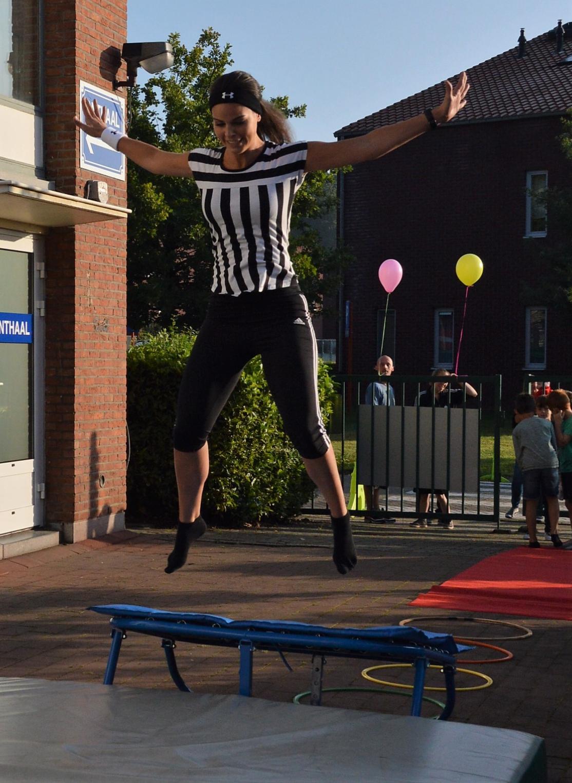 Juf Astrid springt